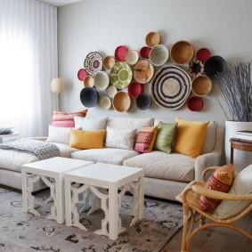 обустройство прямоугольной комнаты декор фото