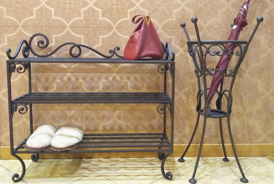 Металлическая обувница ручной работы