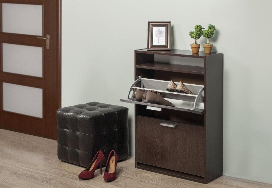 Обувница-тумба около квадратного пуфа