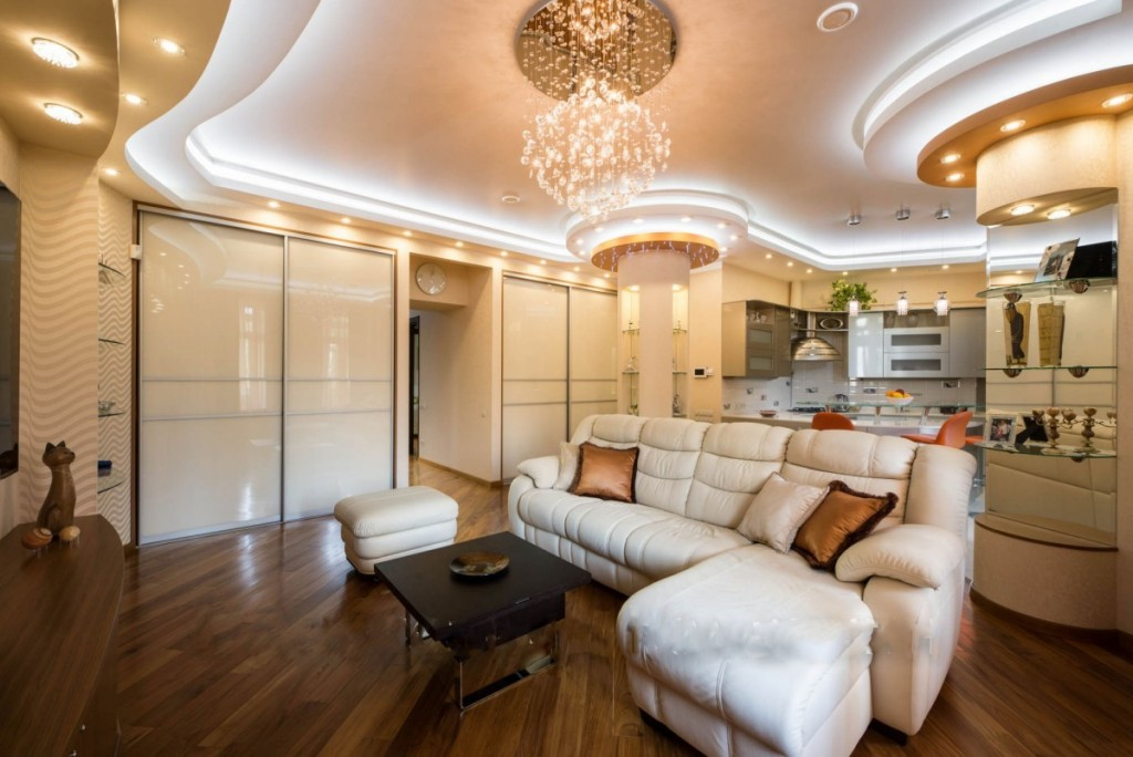Декоративная подсветка потолка светодиодной лентой