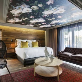 освещение спальни с натяжным потолком оформление