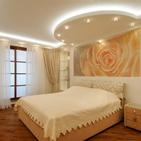 освещение спальни с натяжным потолком дизайн