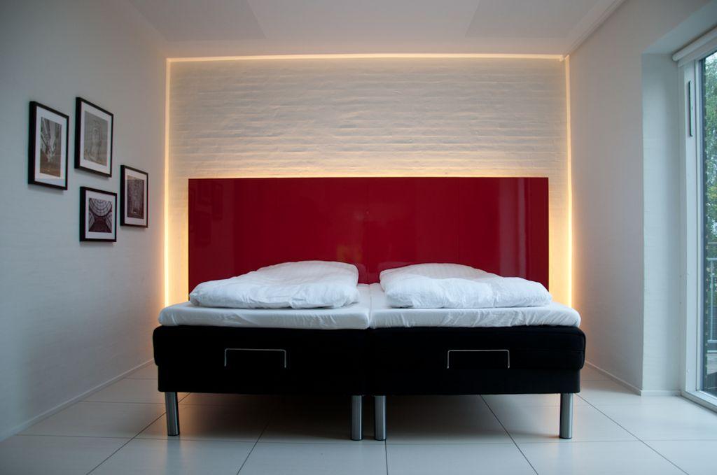 ленточная подсветка в спальне