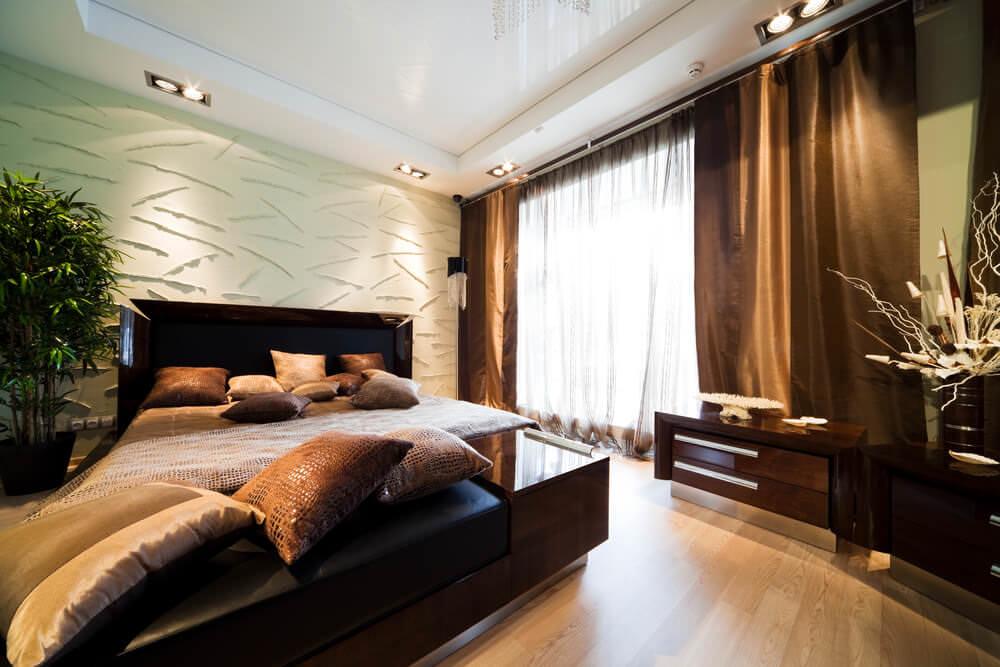 освещение в спальне с натяжным потолком фото