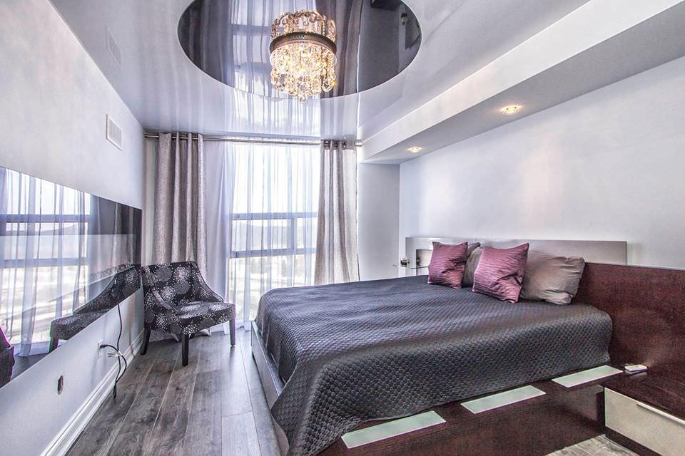 освещение в спальне с натяжным потолком