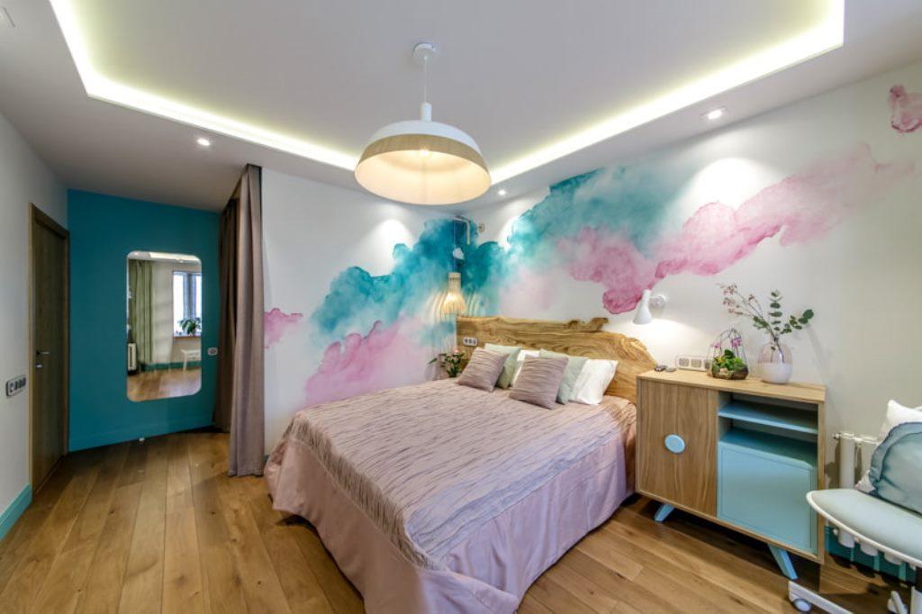 отделка потолка в спальне