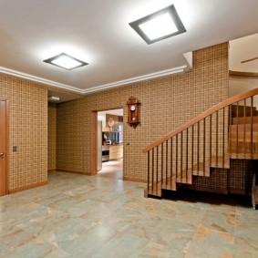 отделка стен прихожей в частном доме фото декора
