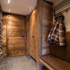 отделка стен прихожей в частном доме идеи варианты