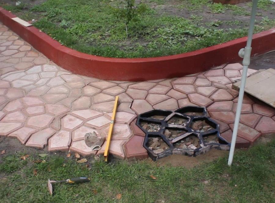 Заливка своими руками бетонной плитки на даче