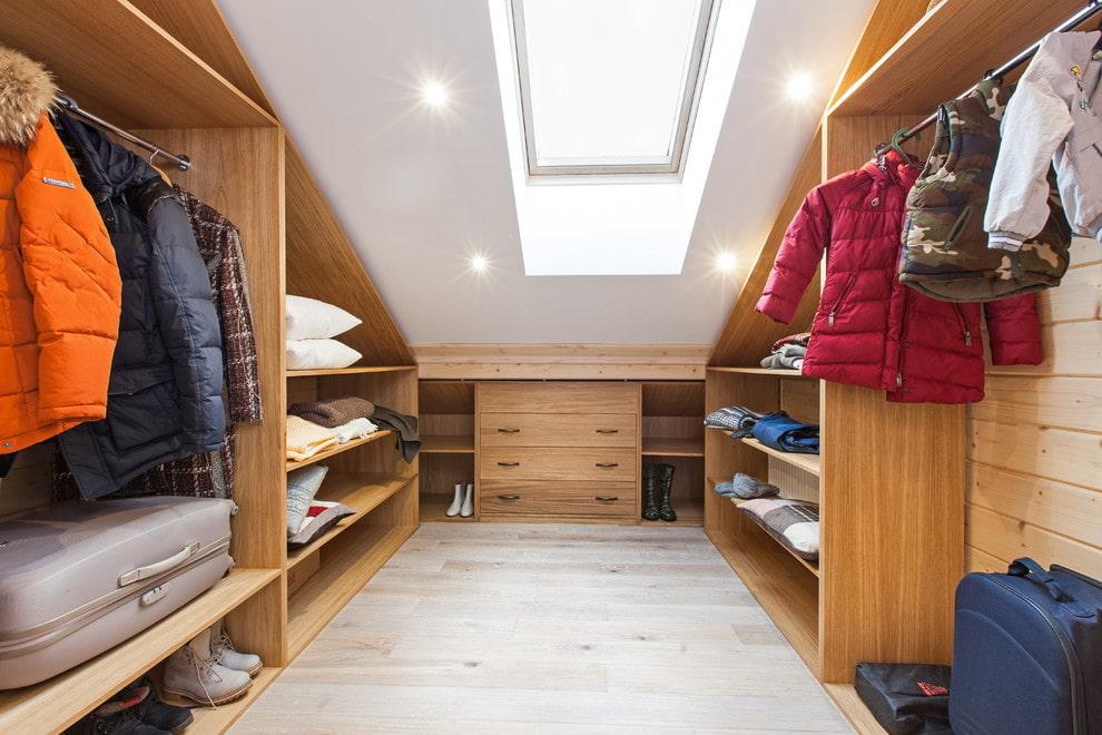 Обустройство гардеробной комнаты для разнополых детей