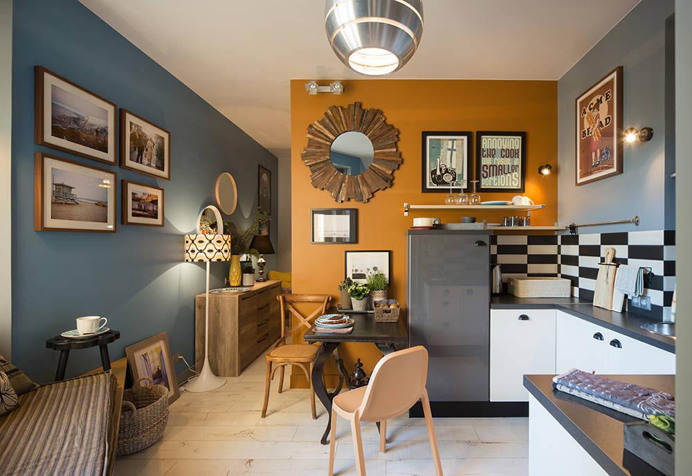 Небольшая обеденная зона в компактной кухне-гостиной