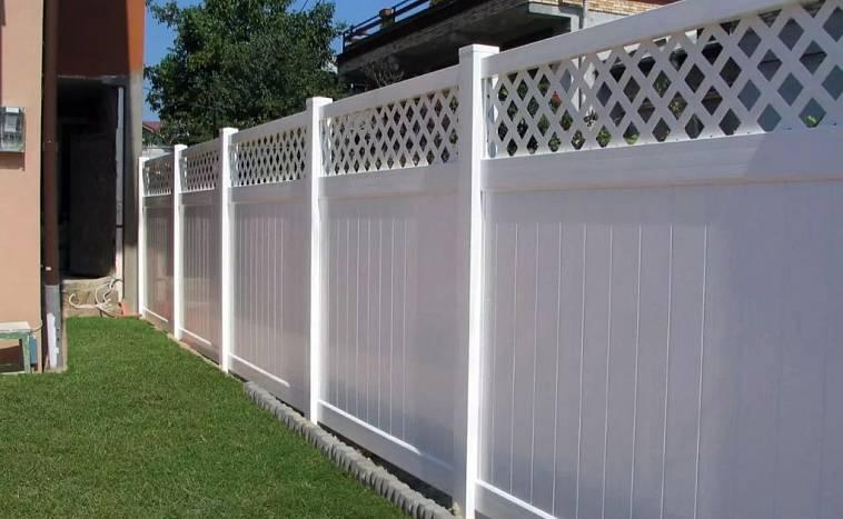 Пластиковый забор между соседними участками
