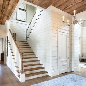 прихожая с лестницей в частном доме декор