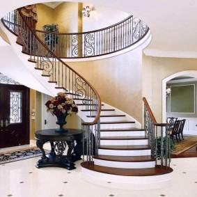прихожая с лестницей в частном доме декор фото