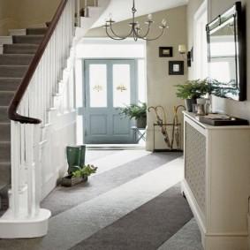 прихожая с лестницей в частном доме фото декор