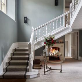 прихожая с лестницей в частном доме идеи декора
