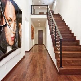прихожая с лестницей в частном доме интерьер