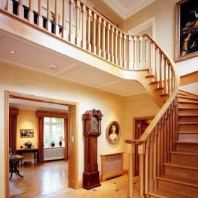 прихожая с лестницей в частном доме идеи интерьера