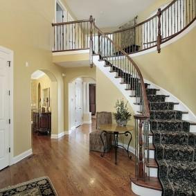 прихожая с лестницей в частном доме фото оформления