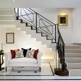 прихожая с лестницей в частном доме фото варианты