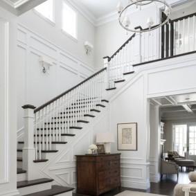 прихожая с лестницей в частном доме фото вариантов