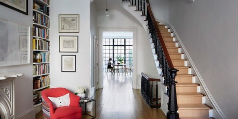 прихожая с лестницей в частном доме фото виды