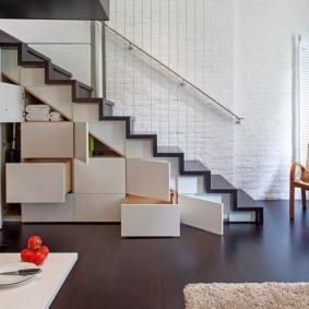 прихожая с лестницей в частном доме идеи виды