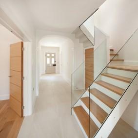 прихожая с лестницей в частном доме виды дизайна