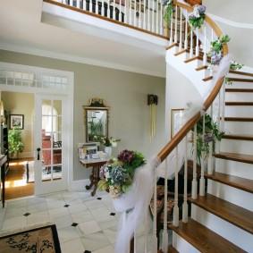 прихожая с лестницей в частном доме дизайн