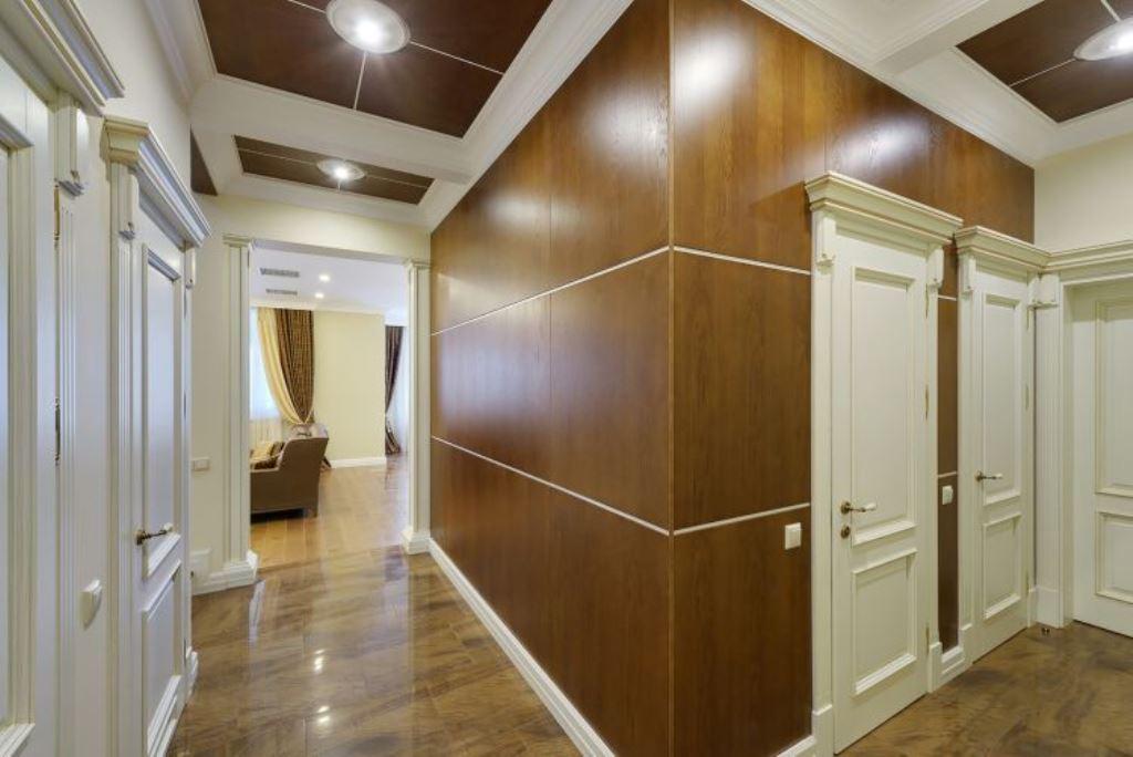 прихожая в частном доме с декоративными панелями фото