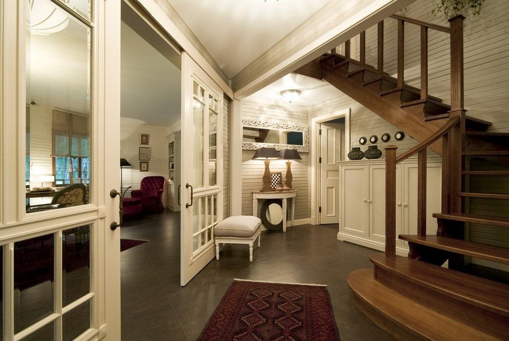 прихожая в частном доме с лестницей фото