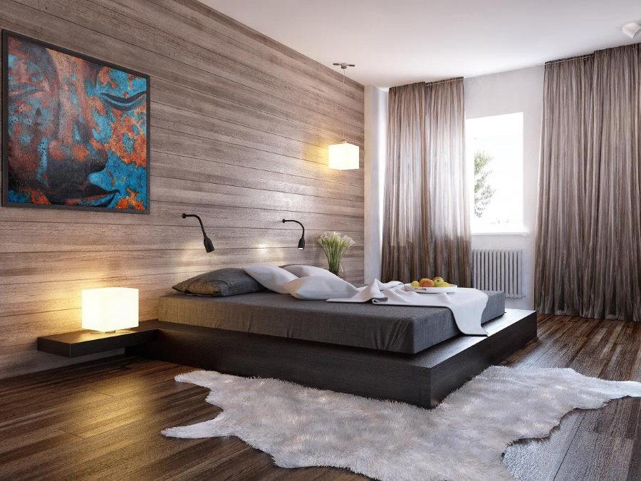 Длинные шторы на окне спальни с ламинатом на стене