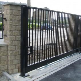 рельсовые ворота