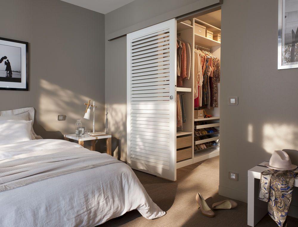 Сдвижная дверь в гардеробную комнату