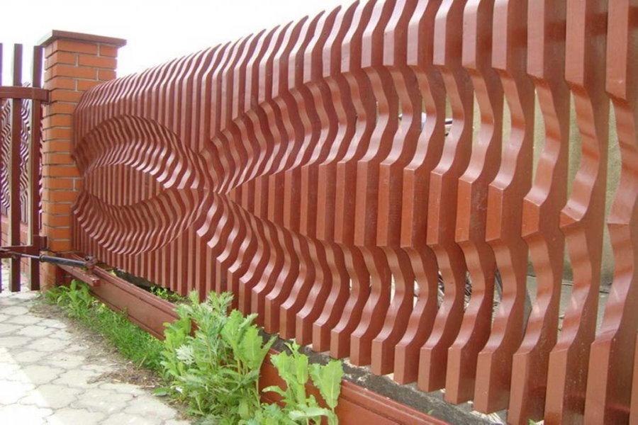 Дизайнерский забор из деревянных досок