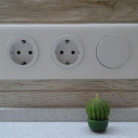 розетки и выключатели в квартире интерьер фото