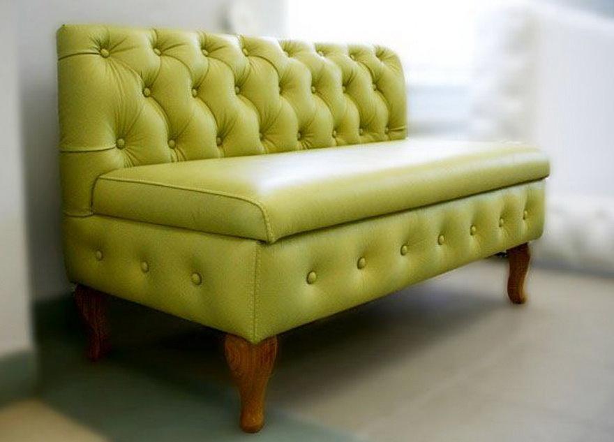 Светло-зеленый диванчик для прихожей комнаты
