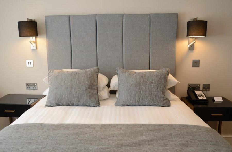 Расположение розеток в комнате с двухспальной кроватью