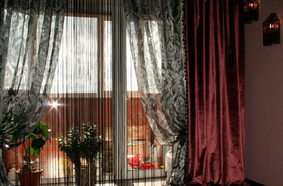 Декорирование окна в гостиной комнате стиля арт-деко