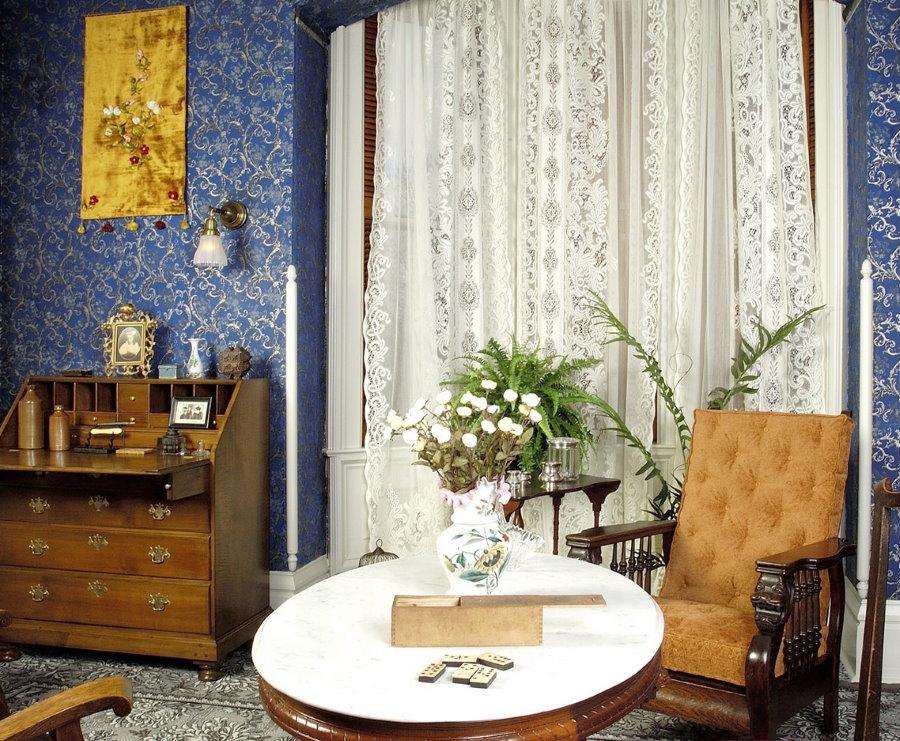 Сине-серебристые обои в домашнем кабинете