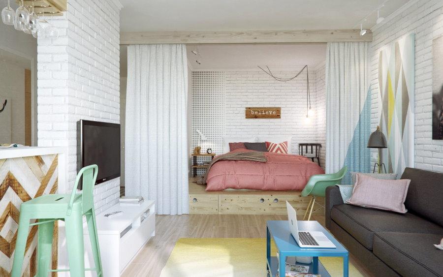 Зонирование белыми шторами спальни-гостиной