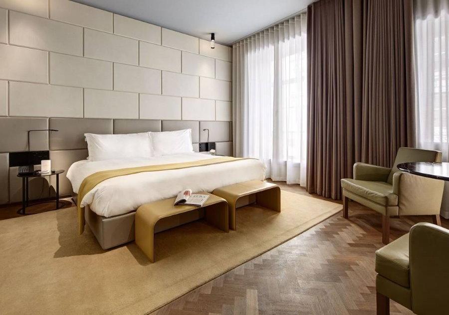 Отделка стен панелями в гостевой комнате