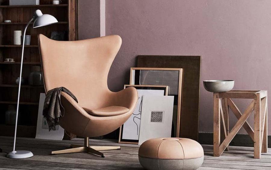 Стильное кресло с кожаной обивкой