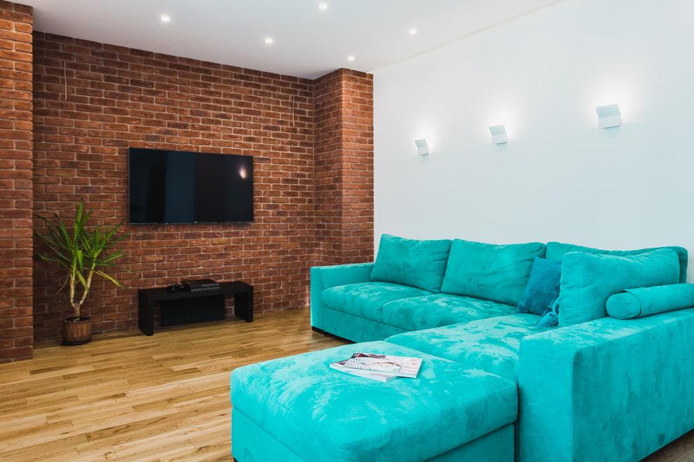 Оформление стены с телевизором обоями под красный кирпич