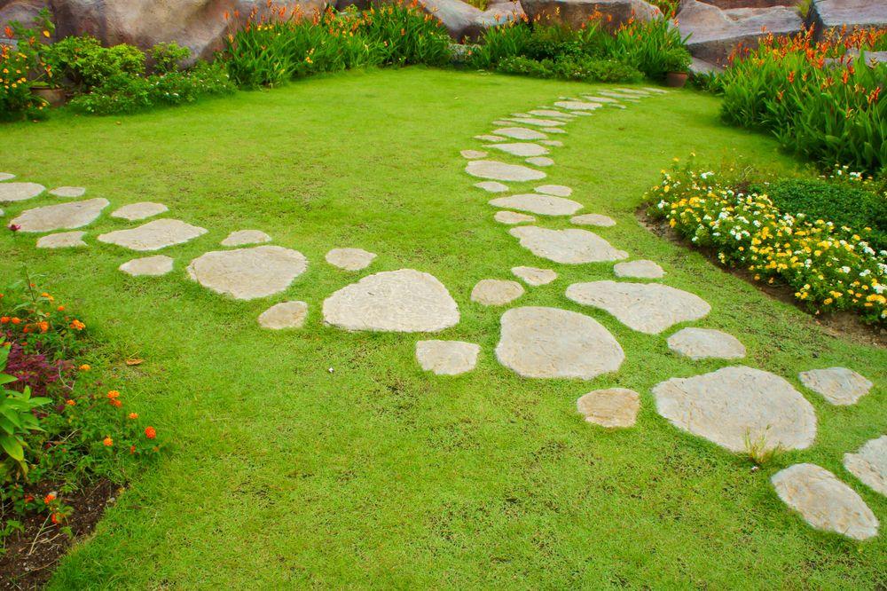Садовые тропинки из природного камня