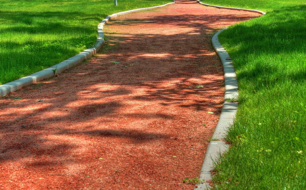 Красная дорожка с покрытием из теннисита