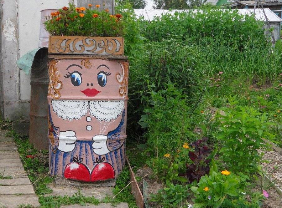Раскраска старой бочки под цветочную клумбу