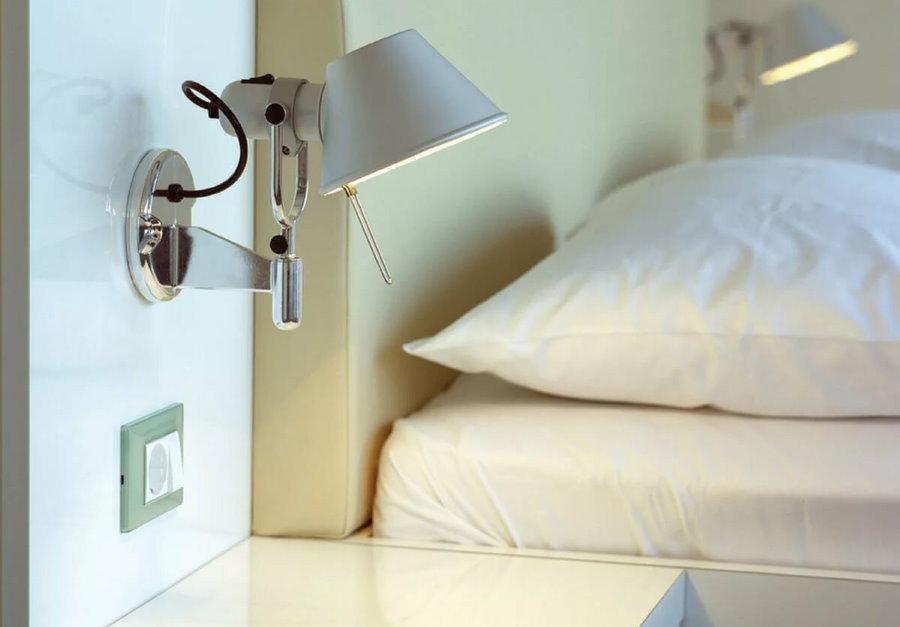 Выключатель для бра в прикроватной тумбочке