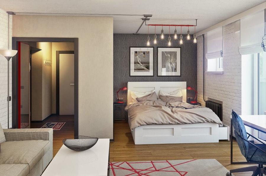 Спальная зона однушки с окнами на южную сторону