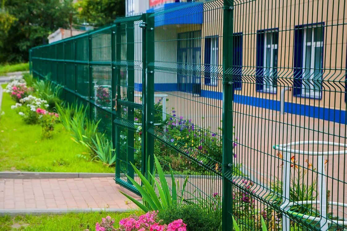Забор из 3д панелей с калиткой